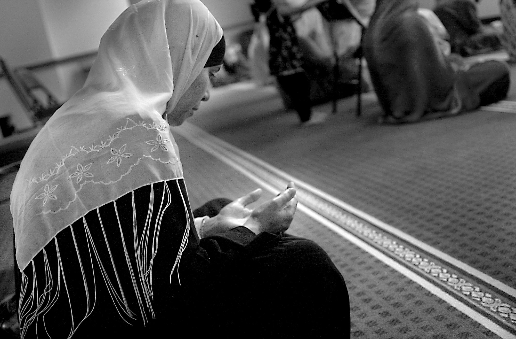 Image of a woman praying in a mosque